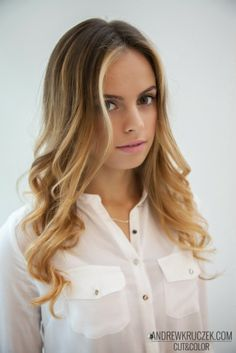 Karolina looks amazing with her new hairstyle. Radiant, summer hair in KHCsalon.