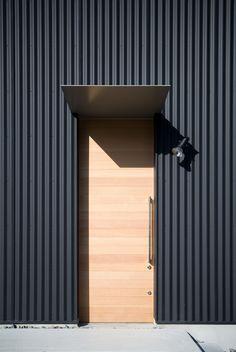 ガルバリウム鋼板でスタイリッシュな雰囲気 House Cladding Metal Cladding Metal Facade