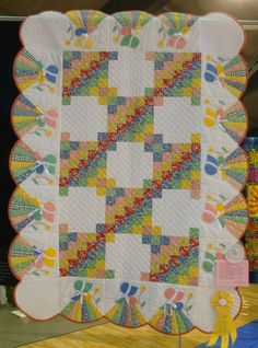 I am not a fan of Sunbonnet Sue but I like the way that the skirt of Sue fits into the scalloped border.