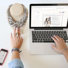 Work from home + earn extra income selling original jewelry with Chloe + Isabel – a fashion brand + unique social retail opportunity! Rose Gold Jewelry, Crystal Jewelry, Beaded Jewelry, Glass Jewelry, Jewelry Shop, Jewelry Making, Silver Rings With Stones, Silver Ring Designs, Chloe Isabel