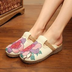 8913647bd699 26 Best Womens Shoes images