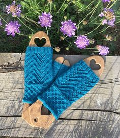 Many thanks Juliemross for sharing the beautiful picture with us!  Welcome to participate in HiyaHiya Christmas Tree Fingerless Mitts - Free & Fun KAL_ Jul/Aug2017_A at http://www.ravelry.com/discuss/hiyahiya-patterns-kal/3643796/1-25  Hiya Hiya Christmas Tree Mitts  Start date of Clue #1: 4th July 2017  Completion date of Clue #1: 5th July 2017  Completed 10th July  Not using Hiya Hiya needles (sadly I don't own any yet)  Yarn: Jarol heritage 4ply there are lots of pics on my project page…