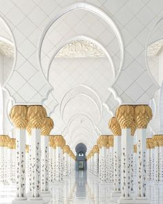 HOW TO CAPTURE STUNNING SYMMETRY PHOTOS WITH YOUR IPHONE Sheikh Zayed Mosque inkifi.com