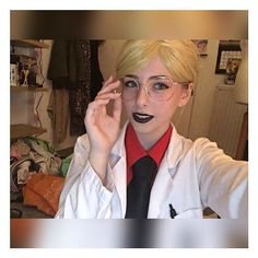Excuse the terrible lighting but Harleen's ready for LSCC!      [#anime #manga #cosplay #cos #coser #animecosplay #comics #dc #dccomics #batman #batmantas #btas #harleyquinn #harleyquinncosplay #harleenquinzel #drharleenquinzel #marvel #suicidesquad #gothamsirens ]