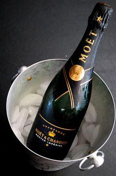 Like a champagne life Champagne Brands, Champagne Taste, Champagne Glasses, Champagne Bottles, Moet Chandon, Killer Queen, Tim Tim, Wine Cocktails, Liqueur