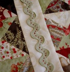 Rick Rack on a quilt Patchwork Quilting, Quilting Tips, Quilting Tutorials, Applique Quilts, Hand Quilting, Machine Quilting, Quilting Projects, Quilting Designs, Crazy Quilting