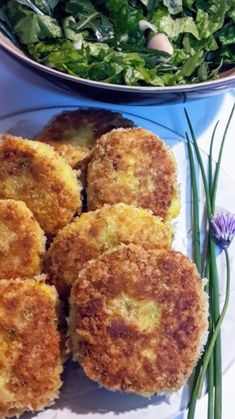 bolinhos crocantes de atum Portuguese Food, Portuguese Recipes, Muffin, Breakfast, Desserts, Pastries, Baby Cakes, Dishes, Tuna