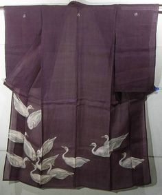Japan, summer kimono made of asa, ramie. It is elaborately hand plied and hand woven. (It seems to be Echigo Jofu.). It has a dyed design of unique swans