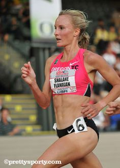 Shalane Flanagan: I Love the Marathon Half Marathon Training, Marathon Running, Running Workouts, At Home Workouts, Shalane Flanagan, Running Photos, Runners World, Girl Running, Just Run