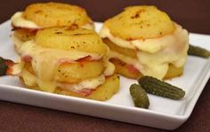 Cartofii pot fi preparati in nenumarate feluri. Astazi va propun o reteta rapida, foarte gustoasa, ce combina perfect cartofi cu Gouda si bacon.