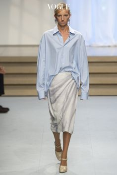 Jil Sander Spring 2017 Ready-to-Wear Collection Photos - Vogue Fashion Week, Fashion 2017, Runway Fashion, Spring Fashion, Fashion Show, Fashion Looks, Fashion Design, Milan Fashion, Fashion Rings
