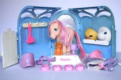 Vintage My Little Pony Grooming Parlour Playset Peachy, Twinkles & accessories.