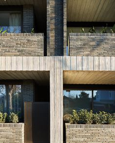 A balanced combination of tactile textures highlights the sensitive approach in this low scale residential project by Woods Bagot. The structure, which sits on the site of an old Retired Service League community hall in Melbourne's Elwood suburb, consi. Board Formed Concrete, Independent House, Tactile Texture, Concrete Building, Brick Patterns, Apartment Interior, Large Windows, Melbourne, Pergola