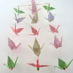 Mobile en origami 16 grues - rose et vert- décoration murale chambre bébé fille / enfant - cadeau de naissance