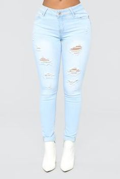 Work For It Booty Shaping Jeans - Light Blue – Fashion Nova Cute Ripped Jeans, Ripped Jeans Outfit, Women's Jeans, Blue Fashion, Teen Fashion, Great Butt Workouts, Date Outfits, Summer Outfits, Fashion Nova Models