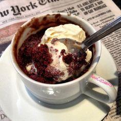 swanky::chic::fete: microwave brownie in a mug - Keeper! mine needed : 40 sec in the microwave Brownie In A Mug, Brownie Bar, Sweet Recipes, New Recipes, Taco Bar Buffet, Yummy Treats, Sweet Treats, Microwave Brownie