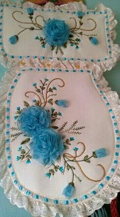 Wonderful Ribbon Embroidery Flowers by Hand Ideas. Enchanting Ribbon Embroidery Flowers by Hand Ideas. Silk Ribbon Embroidery, Rose Embroidery, Embroidery Stitches, Embroidery Patterns, Sewing Patterns, Crochet Flower Tutorial, Crochet Flower Patterns, Crochet Flowers, Diy Ribbon