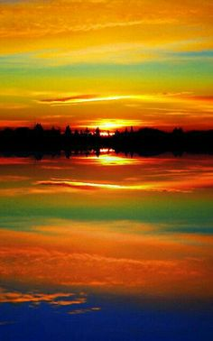 Surreal Sunrise Fascinating Nature Photography - these colors seem impossible for the human mind to conceive All Nature, Amazing Nature, Beautiful World, Beautiful Images, Amazing Sunsets, Beautiful Sunrise, Belle Photo, Pretty Pictures, Amazing Pictures