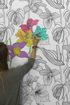 Eine Selbstklebende Tapete Mit Muster In Schwarzweiß Können Sie Farbenfroh  Ausmalen Und Eine Kreative Wandgestaltung Zusammen Mit Der Familie Machen.