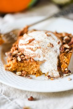 Pumpkin Spice Baked Oatmeal - This tastes JUST like pumpkin pie but is healthy!
