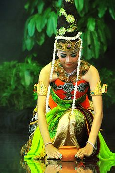 traditional dancer, kediri, indonesia