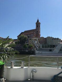 """Anzeige Passau, unsere Heimatstadt. Die Stadt an den drei Flüssen versprüht unwiderruflich italienisches Flair. Oft sind wir schon durch die kleinen Gassen der Altstadt geschlendert, haben uns am Spielplatz an der Ortspitze, an der Donau, Inn und Ilz zusammenfließen, ausgetobt oder uns in einem der kleinen Cafés niedergelassen. Deshalb wurde es Zeit, Passau aus einer … Dreiflüssestadt Passau mit Kinder """"erleben"""" – und mit Clever365 AG sparen! weiterlesen →"""