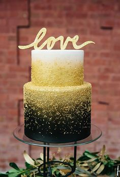 How glam is this black and gold cake for a New Year's Eve wedding?!