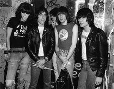THE RAMONES (Joey Ramone; Marky Ramone; Johnny Ramone; Dee Dee Ramone;)