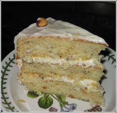 Slice of Hazelnut Cream Cake Cake Icing, Fondant Cakes, Cupcake Cakes, Cupcakes, Food Cakes, Chocolate Hazelnut Cake, White Chocolate, Italian Cream Cakes, Sponge Cake Recipes