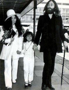 John Lennon, Yoko Ono & Kyoko Cox On Honeymoon, 1969