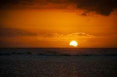 Sunrise at Punalu'u, Hawaii — – hier: Punalu'u, Hawaii.