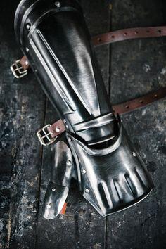 Blackened steel single bracer from Berserk anime for Guts cosplay, fantasy cosplay clothing, larp costume, medieval knight, fantasy warrior Larp Armor, Cosplay Armor, Anime Cosplay, Knight Costume, Warrior Costume, Berserk, Medieval Knight, Medieval Fantasy, Fantasy Warrior