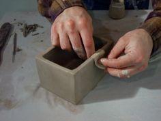 my favorite idea for my slab pot box - good tips, instructions Pottery Houses, Pottery Pots, Slab Pottery, Ceramic Pottery, Kids Clay, Play Clay, Ceramic Techniques, Pottery Techniques, Ceramic Boxes