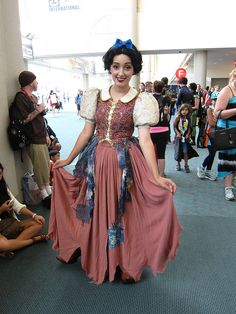 Disney's Snow White by Miss Wendybird at SDCC 2013 #cosplay #disney