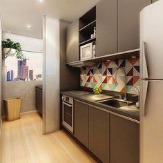 Inspiração cozinha - Azulejos geométricos sob a bancada em harmonia com a cor escolhida para os armários...  Uma graça de cozinha! {Projeto: Poligonus Arquitetura}