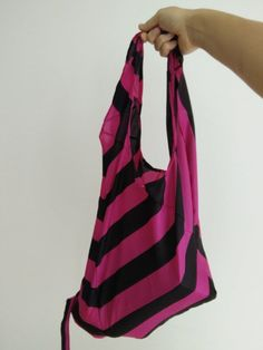 Shopping bag made with an old umbrella