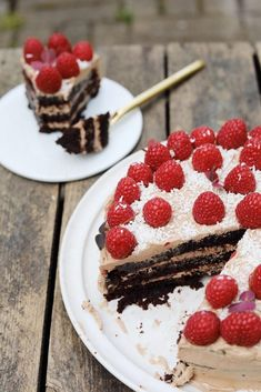 Moisty vegan chocolate layer cake with fluffy chocolate butter cream! Chocolate Butter, Vegan Chocolate, Tiramisu, Cheesecake, Cream, Ethnic Recipes, Desserts, Cakes, Cacao Powder