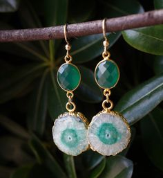OOAK Quartz Earrings with Green Onyx.  G R E E N O N Y X is a good stone for physical healing, fertility, growth and good fortune. #quartzearrings #ooakjewelry #jewelry #crystals #gemstones #healingjewelry #chakrajewelry #crystallover  #handmadejewelry #stalactitejewelry #greenonyx #onyx #solarquartz #earrings #etsyjewelry #jewelryonetsy #solarquartzearrings #solarquartzjewelry #bridaljewelry #gemstonejewelry