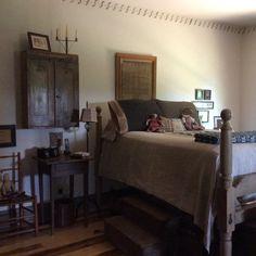 Primitive bedroom decor with antique furniture and bedding sets Primitive Bedroom, Primitive Homes, Primitive Furniture, Country Primitive, Primitive Decor, Antique Furniture, Primitive Christmas, Primitive Antiques, Country Furniture