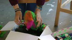 Trash art - het recyclen van dopjes, netjes en inpakmateriaal