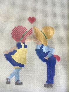 Acabamento-Cross-Stitch-Menino-Menina-Beijando-8-034-X-6-034-Folk-Art-Decor-incriminou-EUC-Classic