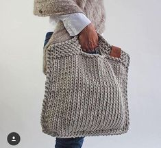 Looks chic and feels just right. For the days when you only w - Knitting Crochet ideas Knitted handbag. Looks chic and feels just right. For the days when you only w . Purse Patterns, Knitting Patterns, Crochet Patterns, Afghan Patterns, Knitting Ideas, Crochet Ideas, Crochet Handbags, Crochet Purses, Crochet Bags
