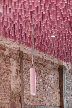 12.000 palillos de madera pintados a Magenta,© Imagen Subliminal
