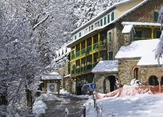 Hotel en Rialp Street View, Snow, Cabin, House Styles, Outdoor, Home Decor, Elopements, Hotels, Viajes