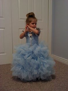 DIY Cinderella tulle dress,.... I'll be needing this in a several years for sure.