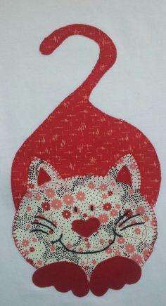 Otra camiseta tuneada, customizada o personalizada. En esta ocasión ha tocado un gato sonriente. Applique Quilt Patterns, Applique Templates, Applique Designs, Sewing Patterns, Cat Crafts, Sewing Crafts, Quilting Projects, Sewing Projects, Fabric Cards