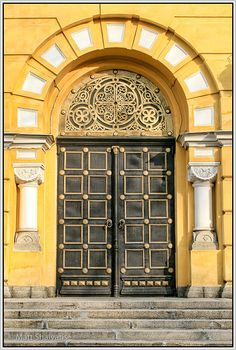 Volodymyr Entrance, Kiev, Ukraine, would love to see one of my wedding pictures in front of this doorway. Grand Entrance, Entrance Doors, Doorway, Garage Doors, Barn Doors, Cool Doors, Unique Doors, Door Knockers, Door Knobs