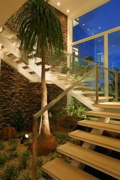 15 Beautiful Indoor Plants In Under The Stairs - Styles & Decor Modern Staircase, Staircase Design, Small Space Interior Design, Interior Design Living Room, Interior Garden, Interior And Exterior, Indoor Garden, Indoor Plants, Couleur Feng Shui