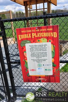 Edina's Edible Playground in Lewis Park provides a unique opportunity for kids to learn about gardening and sustainability throughout the summer. #RNRNeighborhoodFeature