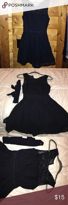 Navy blue Abercrombie & Fitch cotton & lace dress Adorable blue dress, wore once to a wedding! Belt comes with it but I didn't wear it, it's cute around the middle but the dress cinched your waist and gives a wonderful shape without it. Abercrombie & Fitch Dresses Mini
